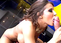 Brunette Madison Ivy giving extra efforts on her munch