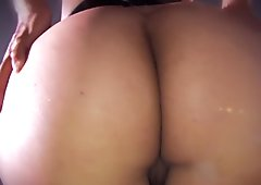 Hot babe shows off her sweet ass