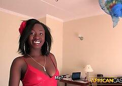 白人男性はアフリカ人美人をファック