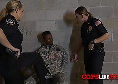 軍隊のbbcが女性の刺激を取ります警官の注文