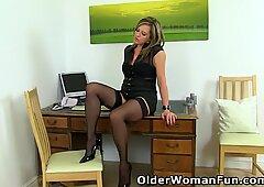 事務緑絹のような太ももルーは机の上で降りる必要があります