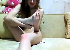 Little teen show her pretty feet