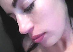 Follada por la garganta Abril Azul obtiene corridas en la cara