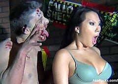 Bts na halloweenowym zestawie zombie Jak Akiry