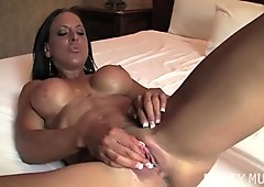 Sexy Tattooed Fitness Babe Masturbating
