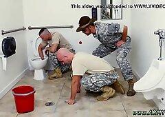 男性の身体検査の兵士はゲイの良いヌードトレーニング