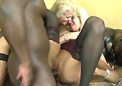 Rubias madura faciales y golondrinas en fuerte interracial sexo grupal